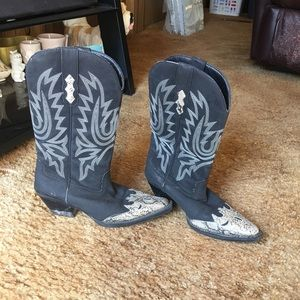 Women's beautiful snake print toe cowgirl boots
